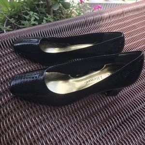 Women's textured pump size 7M black&Gold J Renee